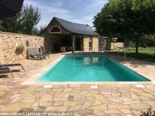 Vakantiehuis: In het hart van Aveyron waarvan massatoerisme nog geen sprake is bieden  wij u een gerestaureerde hoeve aan in de authentieke stijl van 1823