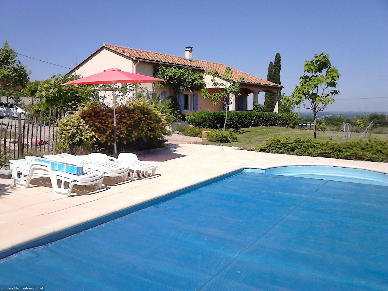 Vakantiehuis: Gezellige en eigentijdse vakantiewoning met zwembad en tuin. Gelegen in de Lot op de grens van de Dordogne. te huur voor uw vakantie in Lot (Frankrijk)