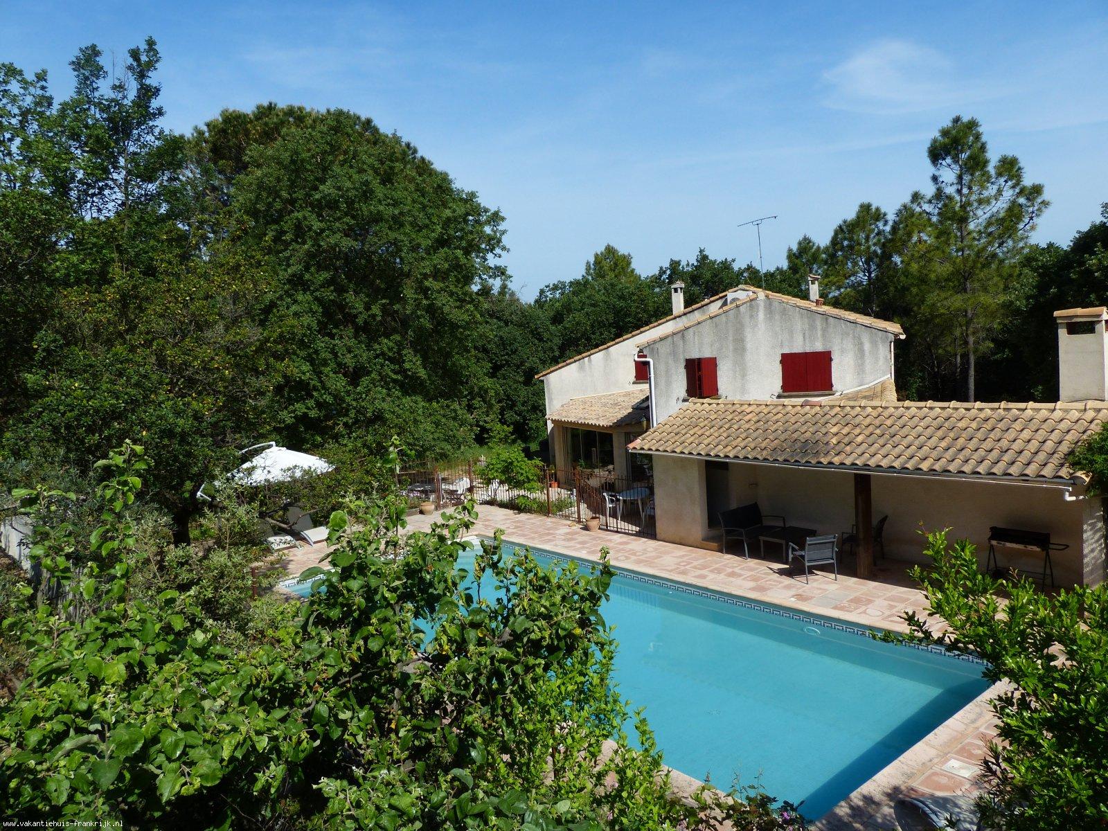 Vakantiehuis: Mooi vakantiehuis met groot zwembad aan de rand van de Provence te huur voor uw vakantie in Gard (Frankrijk)