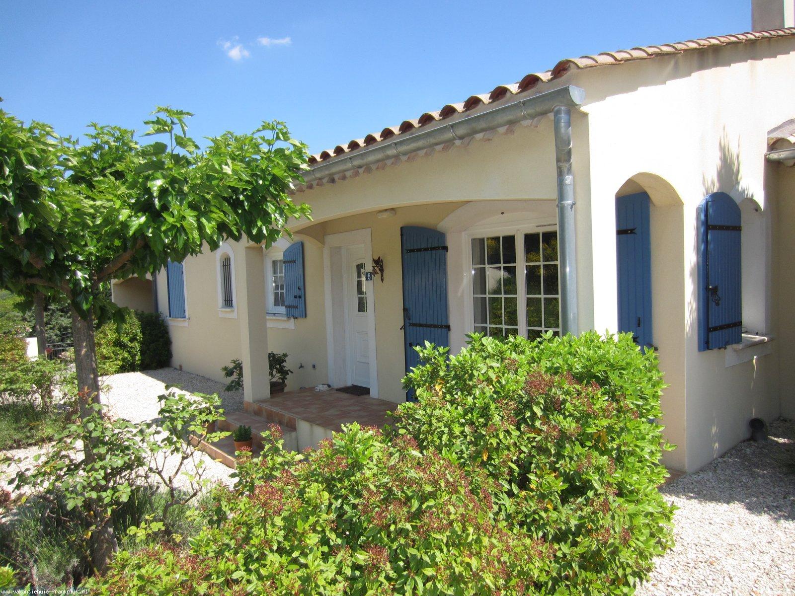 Vakantiehuis: Charmante vrijstaande bungalow met zwembad te Goudargues te huur voor uw vakantie in Gard (Frankrijk)