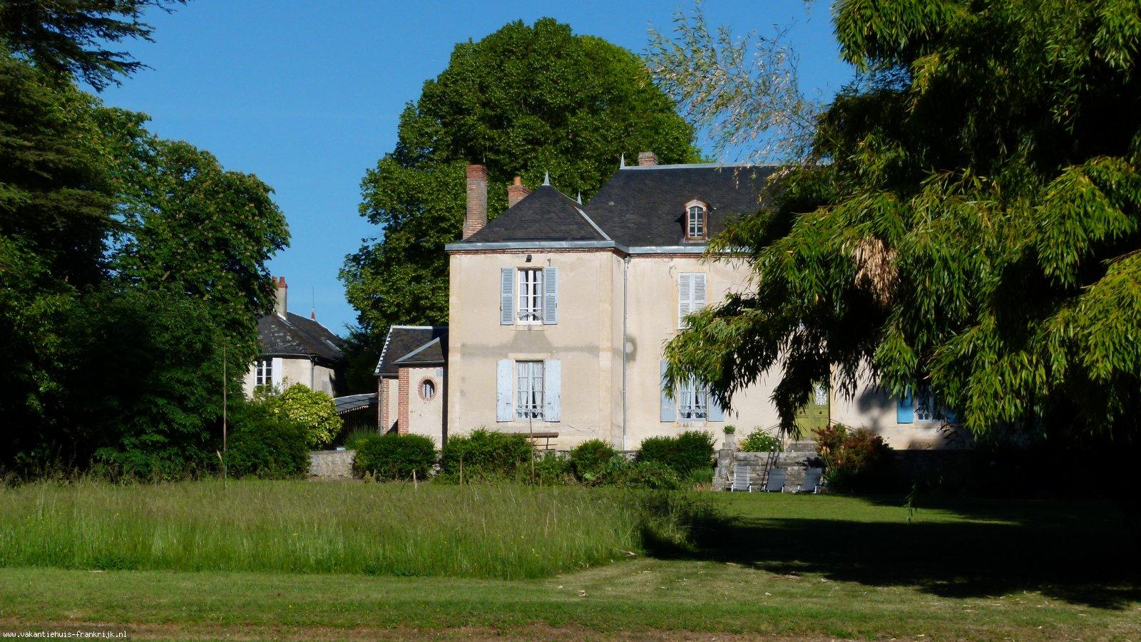 Vakantiehuis: Centraal gelegen woning, op een rustige locatie, voor een bijzondere ervaring, 6 persoons, met mogelijkheid tot bijzetten tentje. te huur voor uw vakantie in Allier (Frankrijk)