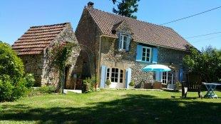 Vakantiehuis: Geheel vrijstaand L-vormig vakantiehuis centraal in de Dordogne. Max. 4 personen. Honden zijn welkom te huur in Dordogne (Frankrijk)