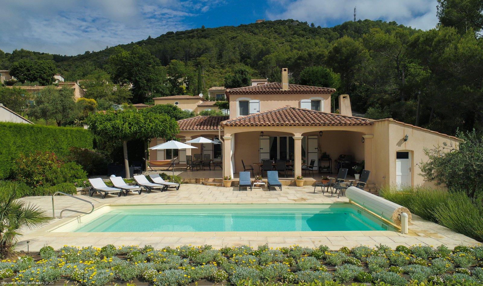 Vakantiehuis: Een prachtige, complete en luxe villa in een mooie rustige omgeving met vrij uitzicht en Lac de St.Croix (Gorges du Verdon) en strand binnen 45 min. te huur voor uw vakantie in Var (Frankrijk)