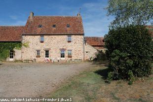 Vakantiehuis: Couzon – Prachtige woonboerderij met diverse schuren en bijgebouwen op bijna 3 hectare grond. te huur in Allier (Frankrijk)