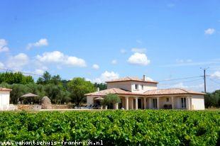 Vakantiehuis: La Belle, prachtige villa voor 6 personen op een kleinschalig domein. Zwembad en tennisbaan zijn voorhanden.