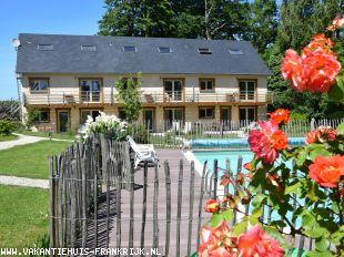 Vakantiehuis: Dichtbij, anders... Comfortabel verblijven in historisch Normandië vlakbij zee met zwembad