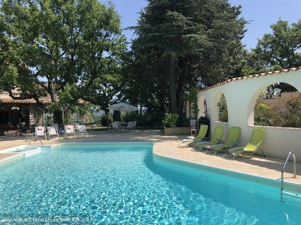 Vakantiehuis: uw eigen landgoedje in het hart van de Provence met privé zwembad. Voor 10 personen ! te huur voor uw vakantie in Var (Frankrijk)