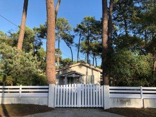 Huis voorzijde met hek