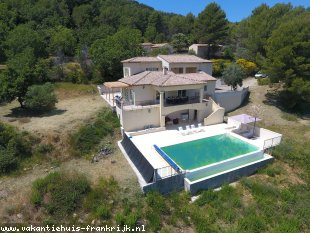 Vakantiehuis: Villa Catherina met veel pricacy en een prachtig weids uitzicht over de heuvels van Ampus.