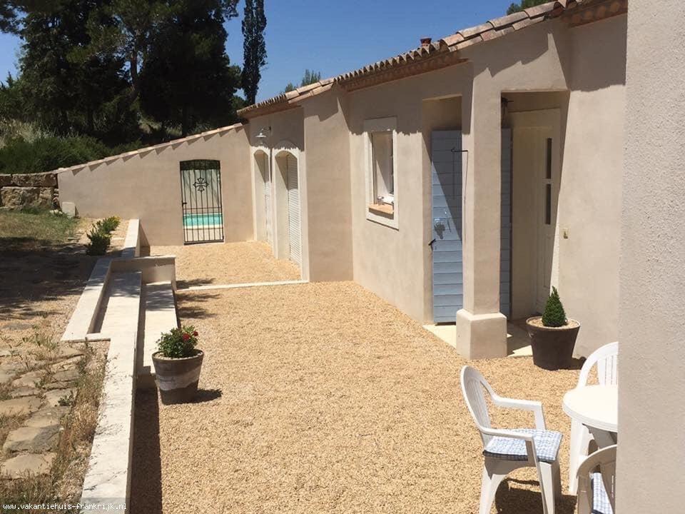 Vakantiehuis: Ruime 8-persoons villa met privé zwembad en fantastisch uitzicht over de Montagne Noire en de wijngaarden. Dichtbij de vestingstad Carcassonne. te huur voor uw vakantie in Aude (Frankrijk)