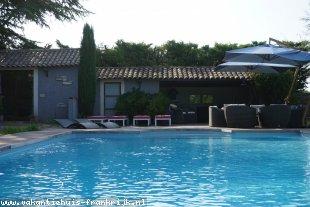 Vakantiehuis: Grote Provençaalse Mas voor 10 personen en 2 baby's met privézwembad aan de voet van Ventoux