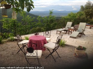 Vakantiehuis: A peaceful, gorgeous house in the south of France with stunning views and incredible sunsets.