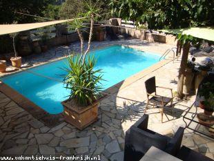 Vakantiehuis: Royaal volledig nieuw individueel appartement van 72 m² met alle confort op de begane grond van een vrijstaande villa met zwembad.