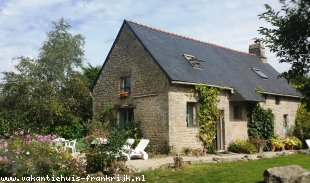 vakantiehuis in Frankrijk te huur: Peace, tranquility, beautiful surroundings,  warm welcome in traditional granite farmhouse : Les Papillons, your perfect spring,summer or autumn break