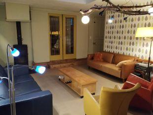 salon kamer met trapopgang