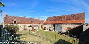 Vakantiehuis: Saint Sornin –Woonboerderijtje met door schuren afgesloten erfje op terrein van 2920m² te huur in Allier (Frankrijk)