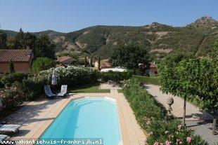 Vakantiehuis: Luxe Villa 'PANORAMA' (2-8 pers.) verwarmd privé zwembad; 5x Airco, tennisbaan en div. faciliteiten in VALLON PONT d'ARC, a.d. rivier de Ardèche. te huur in Ardeche (Frankrijk)