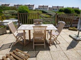 Ruim en beschut terras op het zuiden <br>Waar het bijna altijd warm genoeg is om 's morgens al buiten te ontbijten of je door te zon te laten verwennen