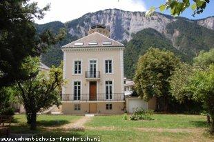 Vakantiehuis: La Maison de La Tour - Schitterend ruim huis met grote privétuin, fietsvriendelijk