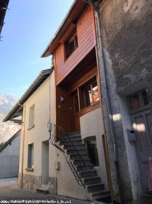 Huis te huur in Isere en binnen uw budget van  750 euro voor uw vakantie in Midden-Frankrijk.