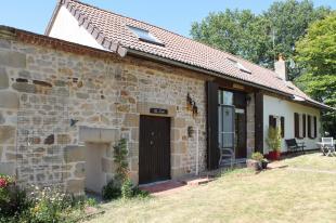 Vakantiehuis: Vieure – Geheel verbouwde woonboerderij met een schitterend uitzicht en vrije ligging. ** VERKOCHT ** te huur in Allier (Frankrijk)