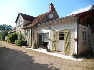 Vakantiehuis: Cosne d'Allier - Leuke gerenoveerde woonboerderij op bijna 4 hectare grond met grote schuur. te huur in Allier (Frankrijk)
