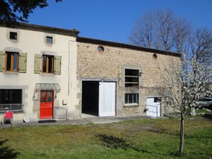 Le Gîte du Chevalier <br>Huis met garage en oude stal, nu de speelhal/ hand-out.