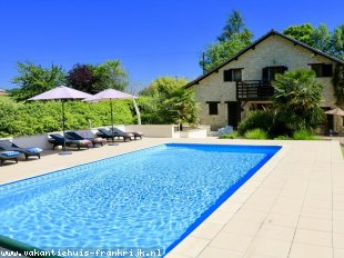 vakantiehuis in Frankrijk te huur: Luxury villa with large, heated pool, extensive facilties for all ages, bikes, pool table, Chateau Vigiers 8km with golf and Michelin star restraurant