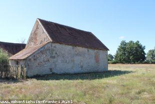 Vakantiehuis: Buxieres les Mines – compleet te renoveren boerderijtje op 7500 m2 grond ** NIEUW ** te huur in Allier (Frankrijk)