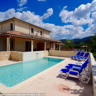 Vakantiehuis: Vakantiehuis bestaande uit 2 gîtes met verwarmd zwembad in Vallon Pont d'Arc!