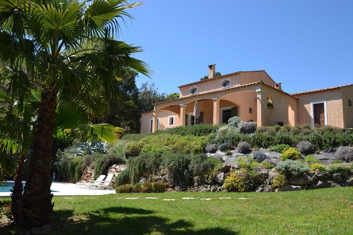 Vakantiehuis: Villa Valbonne - Luxe vakantiewoning met prive zwembad (12km Cannes). Gratis wifi - 6 persoons. Incl gebruik tennisbanen. te huur voor uw vakantie in Alpen Maritimes (Frankrijk)