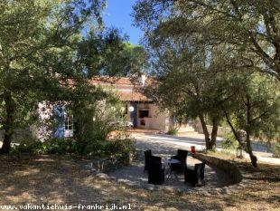 Vakantiehuis bij de golf: sfeervol huis voor 8 personen met privé zwembad in hartje Provence
