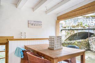 Vakantiehuis Murol overdekte loungeplek onder het zonneterras <br>Overdekte loungeplek 20 m2 onder het zonneterras