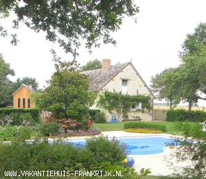 Holiday rental: Lovely holiday house, heated pool, tennis court, bikes, gardens, sleeps 2-11 in Montoire-sur-le-Loir for rent.